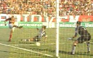 Diego Souza marca o 2º gol na vitória do Flamengo em 2005