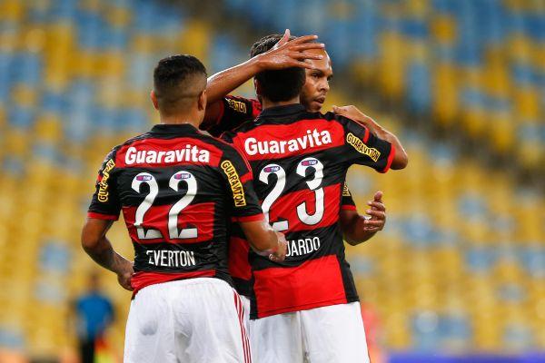 Jogadores comemoram um dos gols feitos na vitória sobre a Cabofriense. (Foto: Staff Images)
