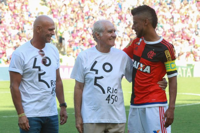 "Júlio César ""Uri Geller"", Evaristo de Macedo e Léo Moura. (Foto: Staff Images)"