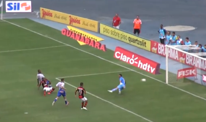 Lance do segundo gol de Marcelo Cirino (reprodução da TV).
