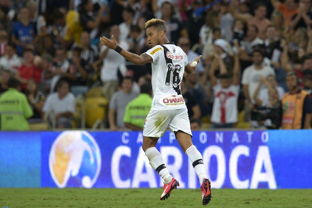 Rafael Silva comemora o gol único da partida (Foto: Staff Images)
