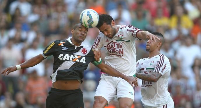 Rodrigo e Fred disputam a bola pelo alto (Foto: Nelson Perez/Fluminense FC)