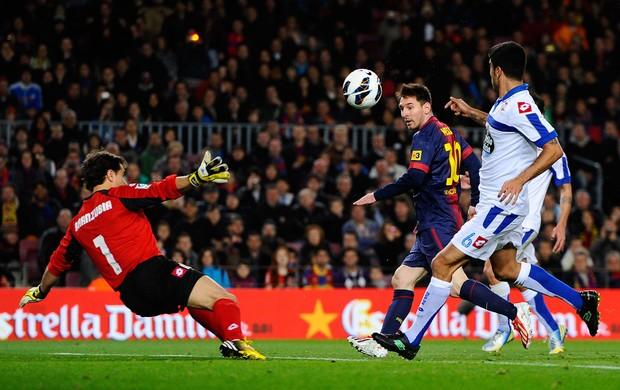 Messi em mais uma de suas cavadinhas (Foto: Getty Images)