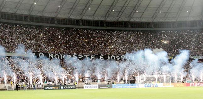 Estádio lotado e muita festa na final da Copa do Nordeste 2015. (Foto: LC Moreira/L!Press))
