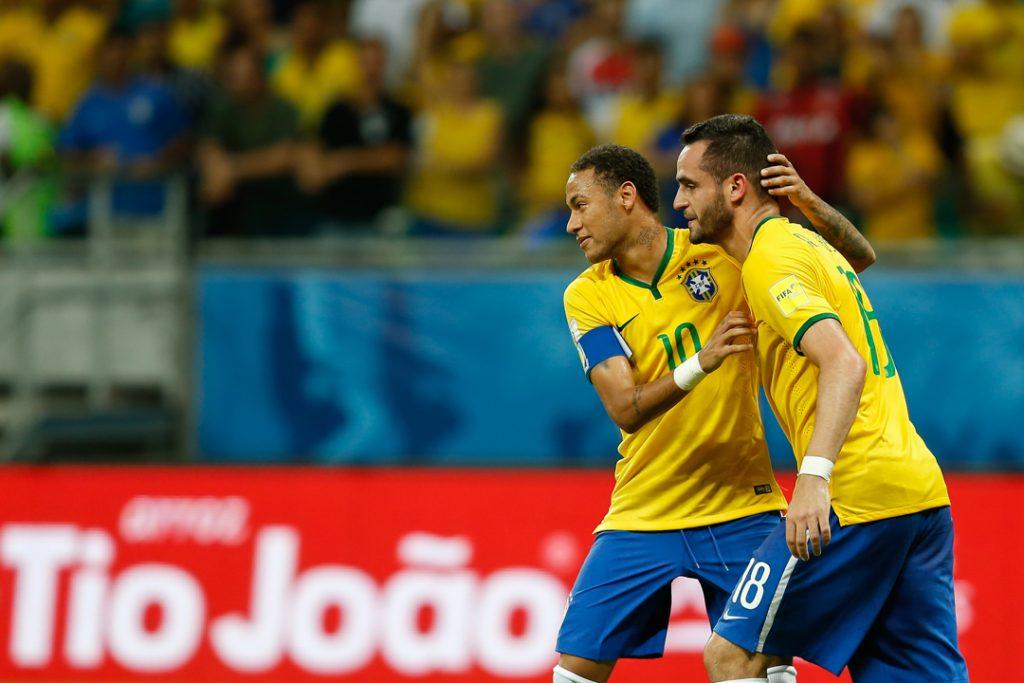 Neymar comemora com Renato Augusto (Foto: Staff Images).