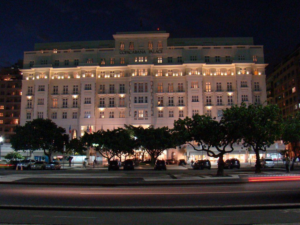 Copacabana Palace à noite.