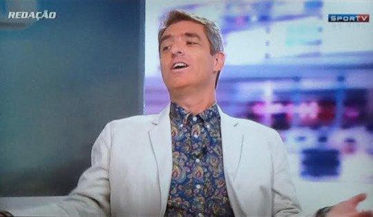O jornalista Tim Vickery e seu estilo inconfundível (Imagem: reprodução da TV)