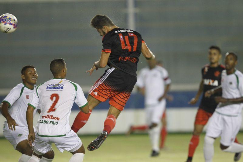 Felipe Vizeu subiu com autoridade e cabeceou bem para a rede (Foto: Gilvan de Souza / Flamengo).