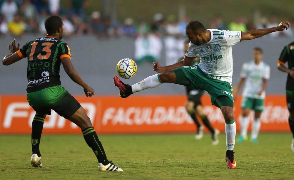 Palmeiras e América-MG jogaram em Londrina, no último domingo.